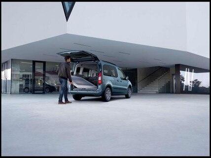 Ampio accesso al bagagliaio - Nuovo PEUGEOT Partner Tepee Electric