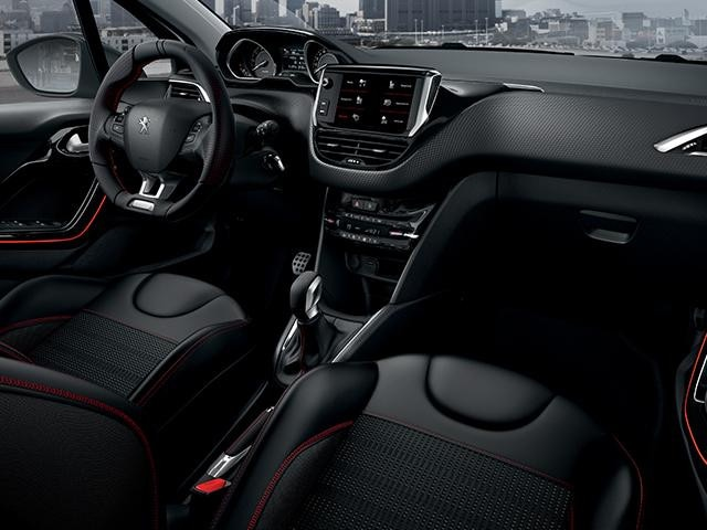 Peugeot 208 5 porte move your energie for Interno peugeot 208