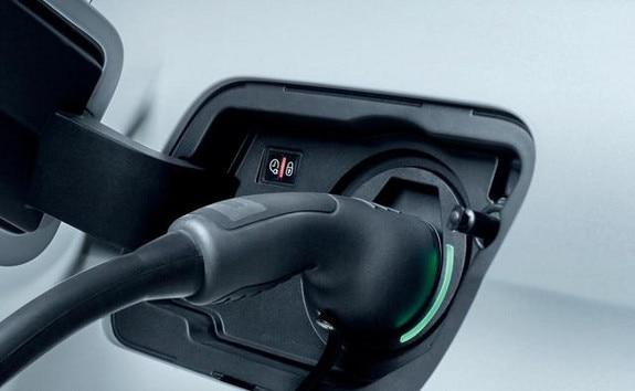 Peugeot 3008 charging public