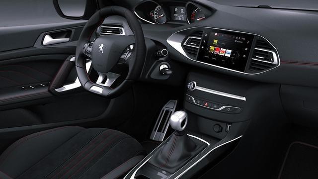 NUOVA PEUGEOT 308 GT LINE – interni con finiture in alluminio e cuciture rosse