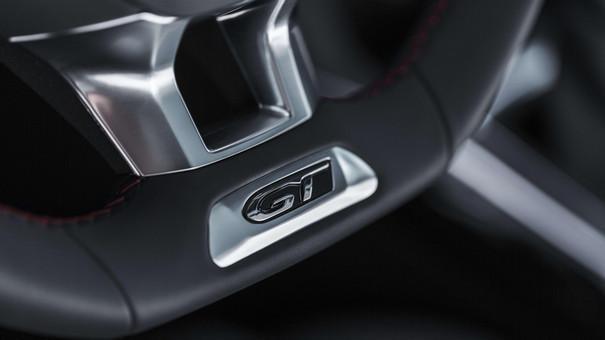 Nuova PEUGEOT 308 SW GT – Ampi interni raffinati con cuciture rosse