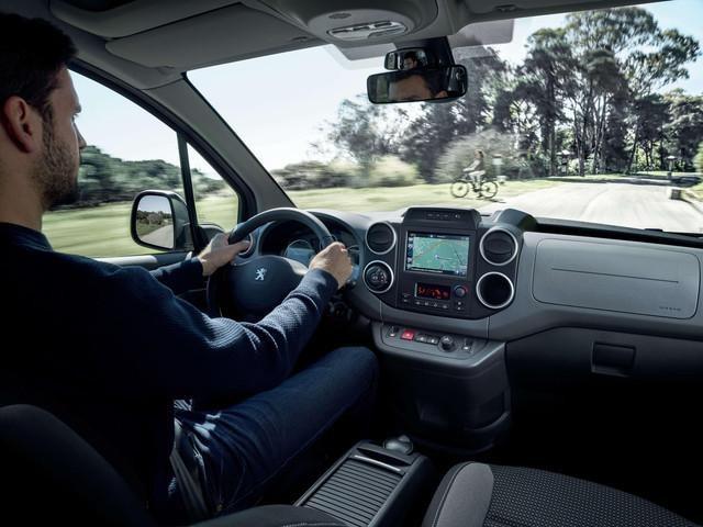 """Touchscreen ad alta risoluzione da 7"""" - Nuovo PEUGEOT Partner Tepee Electric"""